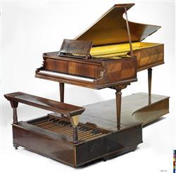 Piano à queue et pédalier   Maison Erard